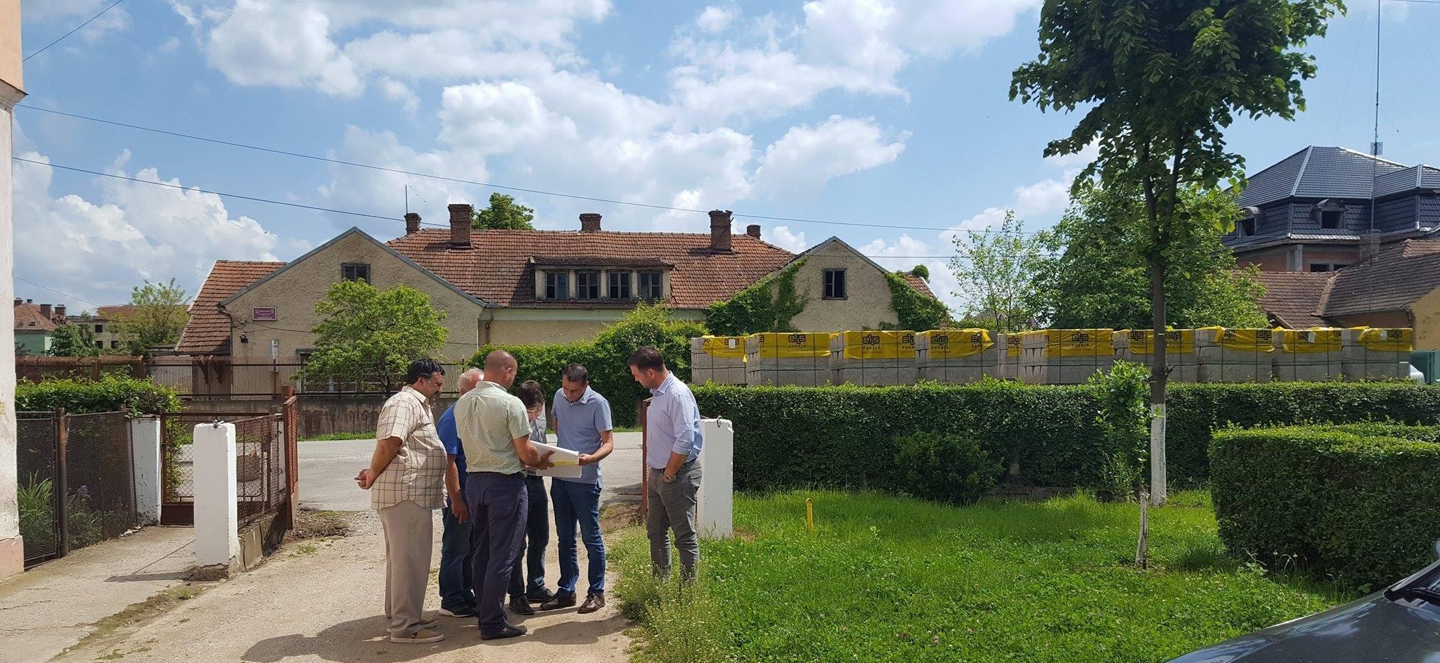 Primăria orașului Bocșa efectuează lucrări privind sistematizarea parcărilor rutiere din oraș